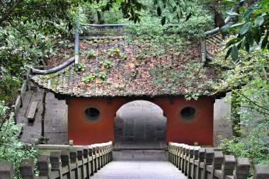Temple outside of Tonglu